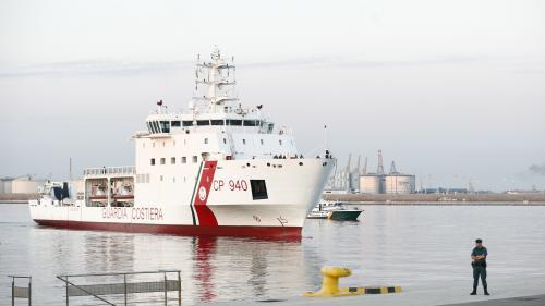 """Après une semaine d'errance, les premiers migrants de l'""""Aquarius"""" arrivent dans le port espagnol de Valence"""