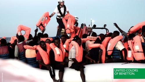 """""""La dignité des survivants doit être respectée"""" : SOS Méditerranée réagit à la campagne de pub de Benetton qui montre un sauvetage de migrants"""
