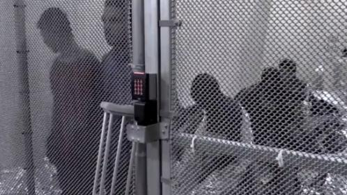 VIDEO. États-Unis : la détresse des familles de migrants séparées à la frontière avec le Mexique
