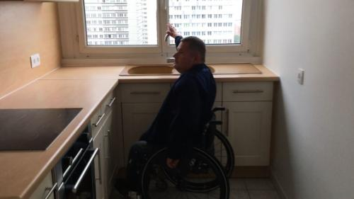 """ENQUETE FRANCEINFO. """"C'est la galère"""" : on a essayé de louer un appartement avec une personne handicapée"""