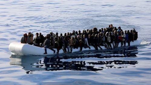 Migrants : les centres d'éloignement en question