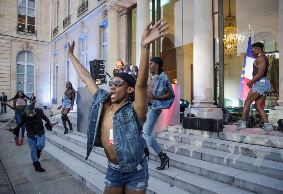 EN IMAGES. DJ, danseurs, bière sans alcool... La surprenante Fête de la musique à l'Elysée