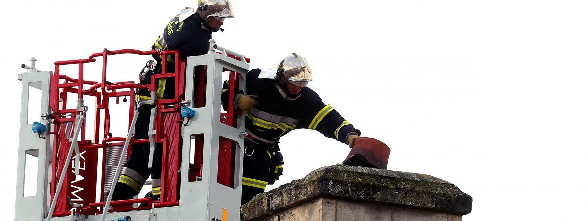 Landes : un grand-père sauve une vingtaine d'enfants dont sa petite fille dans une école en feu