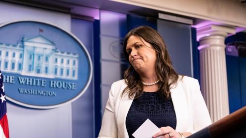 La porte-parole de la Maison Blanche mise à la porte d'un restaurant car elle travaille pour Donald Trump
