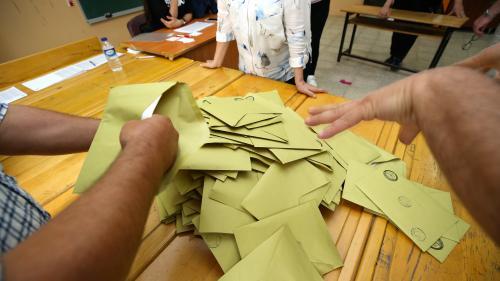 DIRECT. Turquie : la sénatrice et les militants communistes français venus observer le déroulement des élections ont été libérés, annonce le PCF