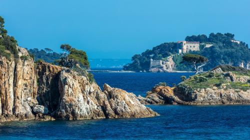 La piscine du fort de Brégançon devrait coûter 34 000 euros, selon l'Elysée