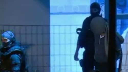 VIDÉO. Terrorisme : dix personnes liées à l'ultradroite soupçonnées de vouloir attaquer des musulmans ont été arrêtées en France