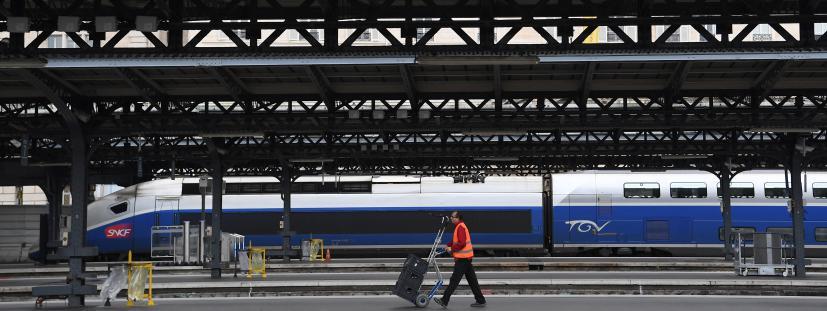 Un employé de la SNCF gare de l\'Est à Paris, le 4 avril 2018.