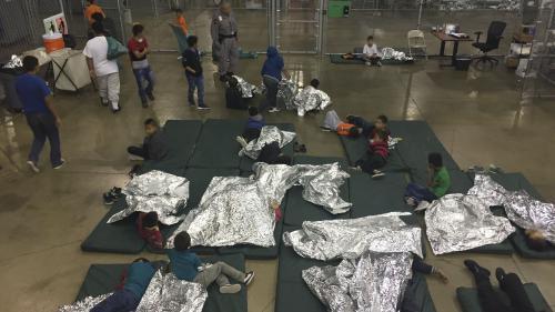 États-Unis : pour décourager les migrants, Donald Trump veut rendre la rétention d'enfants illimitée