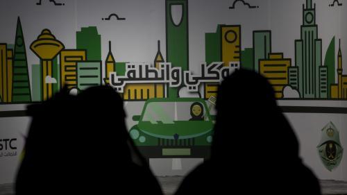 """L'Arabie saoudite ouvre une enquête contre une journaliste pour """"tenue indécente"""" lors d'un reportage"""