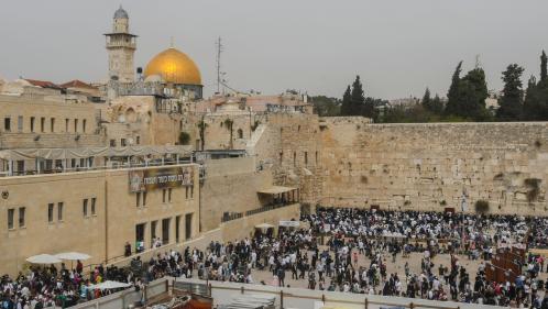 A Jérusalem, une mannequin crée un scandale en posant nue près du mur des Lamentations