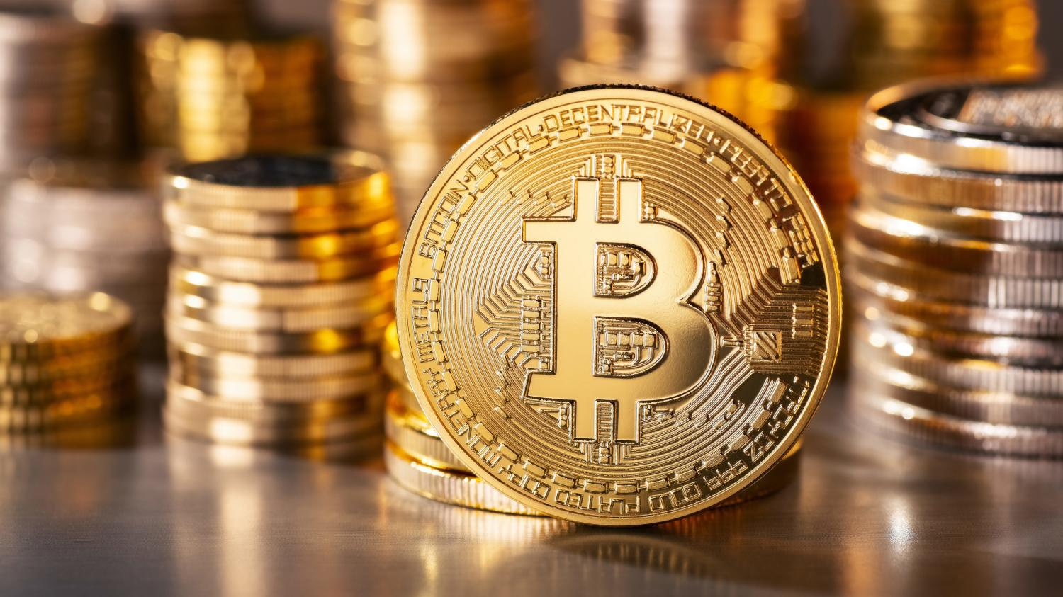 bitcoin   sous la barre des 5 900 dollars  la cryptomonnaie n u0026 39 attire plus et tombe  u00e0 son plus