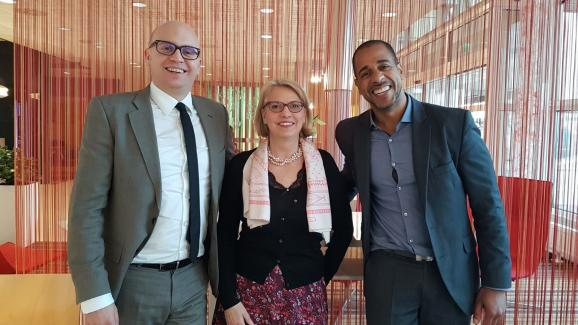 Jeanne Dubard surrounded by Namory Dosso (right), vice-president of UFE, and Jean Wendling, member of the association  's office