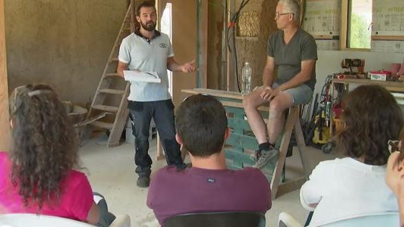 Construction b tir sa maison avec l 39 aide des castors for Batir sa maison