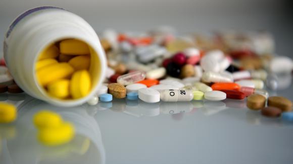 Les m/étiers de la sant/é face aux industries pharmaceutique,