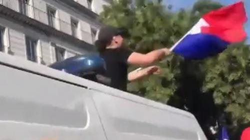 Coupe du monde 2018 : les policiers font la fête avec les supporters Nouvel Ordre Mondial, Nouvel Ordre Mondial Actualit�, Nouvel Ordre Mondial illuminati