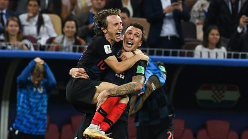 Coupe du monde : du suspens (encore), de la bière (en l'air), un photographe (par terre)... Ce qu'il faut retenir de la victoire de la Croatie face à l'Angleterre