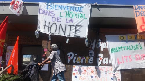 """""""On nous oblige à être maltraitants"""" : à l'hôpital psychiatrique du Havre, des soignants au bord de la crise de nerfs"""
