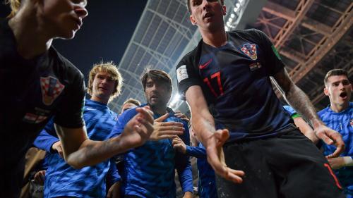 EN IMAGES. Coupe du monde : un photographe raconte le moment où les Croates l'ont enseveli pour célébrer un but