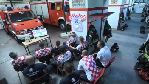 VIDEO. Sauver une vie ou louper un but ? La campagne plus vraie que nature des pompiers croates pendant le Mondial