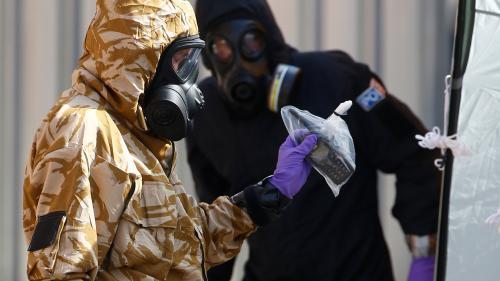 """Royaume-Uni : """"une petite bouteille"""" contenant du Novitchok découverte au domicile de l'homme empoisonné"""