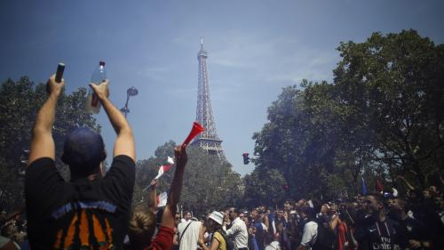 Paris : un mouvement de foule à la fan zone du Champ-de-Mars, avant la finale France-Croatie