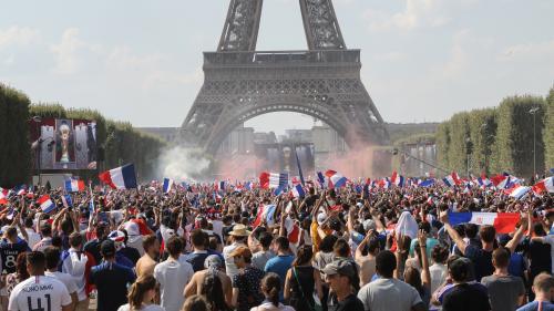 """VIDEO. Coupe du monde 2018 : écoutez """"La Marseillaise"""" résonner dans la fan zone du Champ-de-Mars avant France-Croatie"""