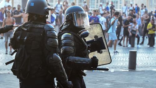 Projectiles jetés sur les forces de l'ordre, dégradation de bâtiments, poubelles incendiées : plusieurs incidents en France après le sacre de l'équipe de France