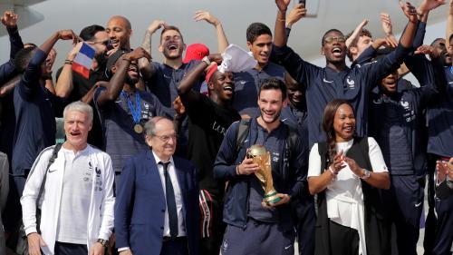 DIRECT. L'équipe de France quitte Roissy en direction des Champs-Elysées ! Regardez le retour des Bleus, champions du monde, dans notre édition spéciale