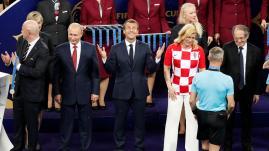 VIDEO. Coupe du monde 2018 : quand Emmanuel Macron fait le show dans le vestiaire des Bleus