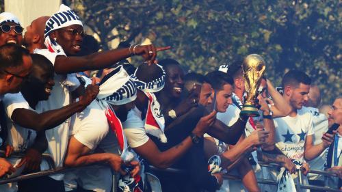 REPLAY. Revivez l'intégralité du défilé des Bleus en vidéo, comme si vous étiez aux Champs-Elysées