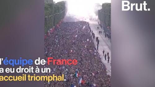 VIDEO. Après leur victoire, le retour triomphal des Bleus en France