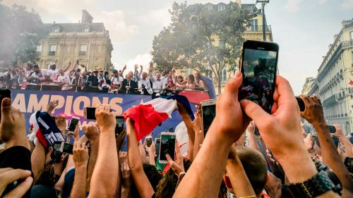 """""""La fête a été loupée"""" : la grosse déception d'une association de supporters après le passage éclair des Bleus sur les Champs-Elysées"""