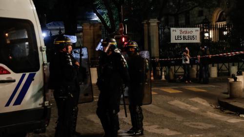 """Evacuation des abords de l'hôtel Crillon: une visite n'a """"jamais été programmée de notre part"""", selon le service de presse des Bleus"""