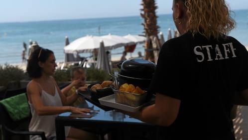 Tourisme : face à la pénurie de personnel, les professionnels veulent recruter des migrants