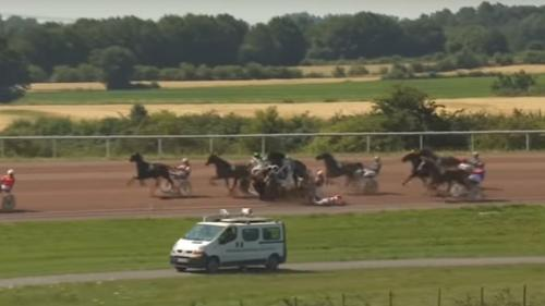 VIDEO. Aisne : six jockeys à terre après une collision lors d'une course hippique