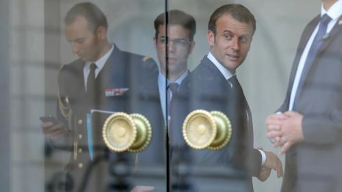 Comment Emmanuel Macron s'organise pour gérer la crise autour de l'affaire Benalla