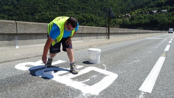 """Pierre, 39 ans, vit son premier Tour de France en tant qu\'\""""effaceur\""""."""