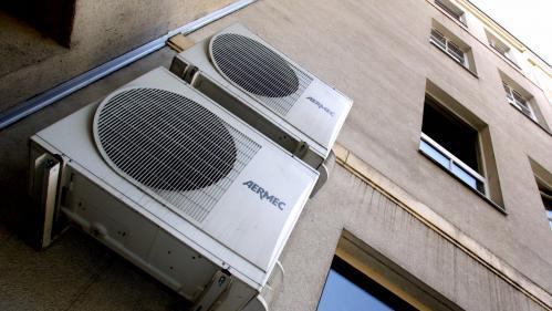 """""""L'air frais produit à l'intérieur rejette du chaud à l'extérieur"""" : une étude affirme que les climatiseurs augmentent la température en ville"""