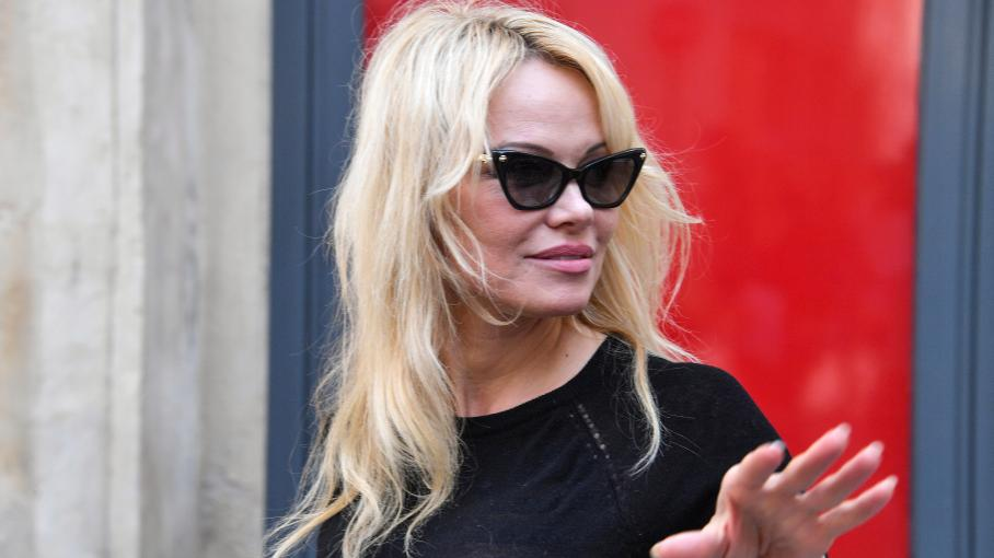 pamela anderson va participer la prochaine saison de. Black Bedroom Furniture Sets. Home Design Ideas