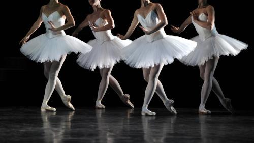 """ENQUETE FRANCEINFO. """"Je suis partie en larmes, vidée, épuisée"""" : des danseurs racontent la tension dans les coulisses de l'Opéra de Paris"""