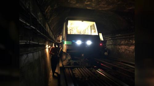 VIDEOS. Chaleur étouffante, rames évacuées... Un problème technique sème la pagaille sur la ligne 1 du métro parisien