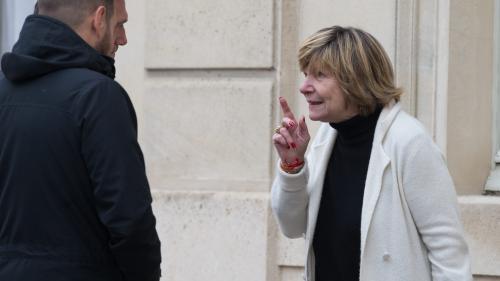 """Campagne présidentielle, affaire Benalla... Qui est """"Mimi"""" Marchand, la papesse de la presse people dans l'ombre des Macron ?"""
