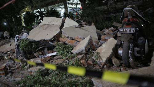EN IMAGES. Immeubles effondrés, routes fissurées... L'Indonésie face aux importants dégâts du séisme à Lombok