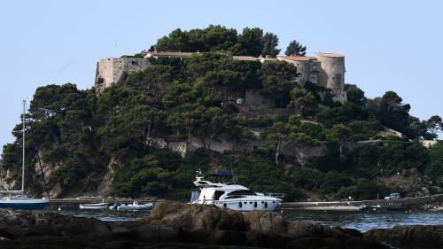 Enquête ouverte après le survol par un drone du fort de Brégançon où séjourne Emmanuel Macron