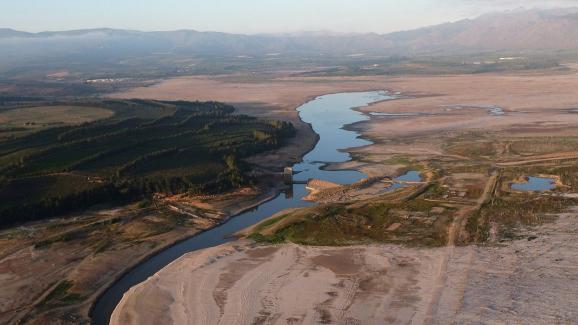 Le barrage de Theewaterskloof, qui fournit plus de la moitié de l\'eau potable du Cap, le 20 février 2018.