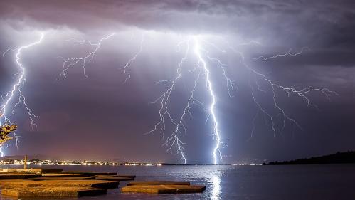 Foudre, éclairs et grêle : à la recherche du plus beau cliché avec un chasseur d'orages