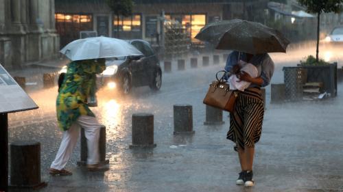 EN IMAGES. Routes inondées, grêle, campings évacués... Découvrez les conséquences des violents orages