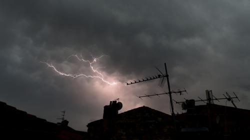 DIRECT. Orages : trente départements de l'Est et du centre de la France placés en vigilance orange