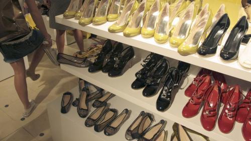 Un magasin de la gare du Nord fait une vente flash de chaussures à 5 euros et se fait piller
